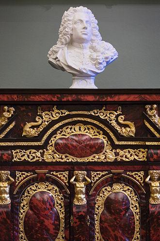 Tortoiseshell - Image: Vienna Tortoise shell cabinet & baroque bust 6465