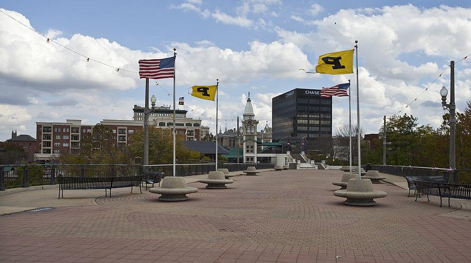 Vista de Lafayette desde el puente de Main St, Indiana, Estados Unidos, 2012-10-15, DD 02