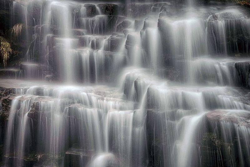 File:Vodopad Tupavica, Stara planina.jpg