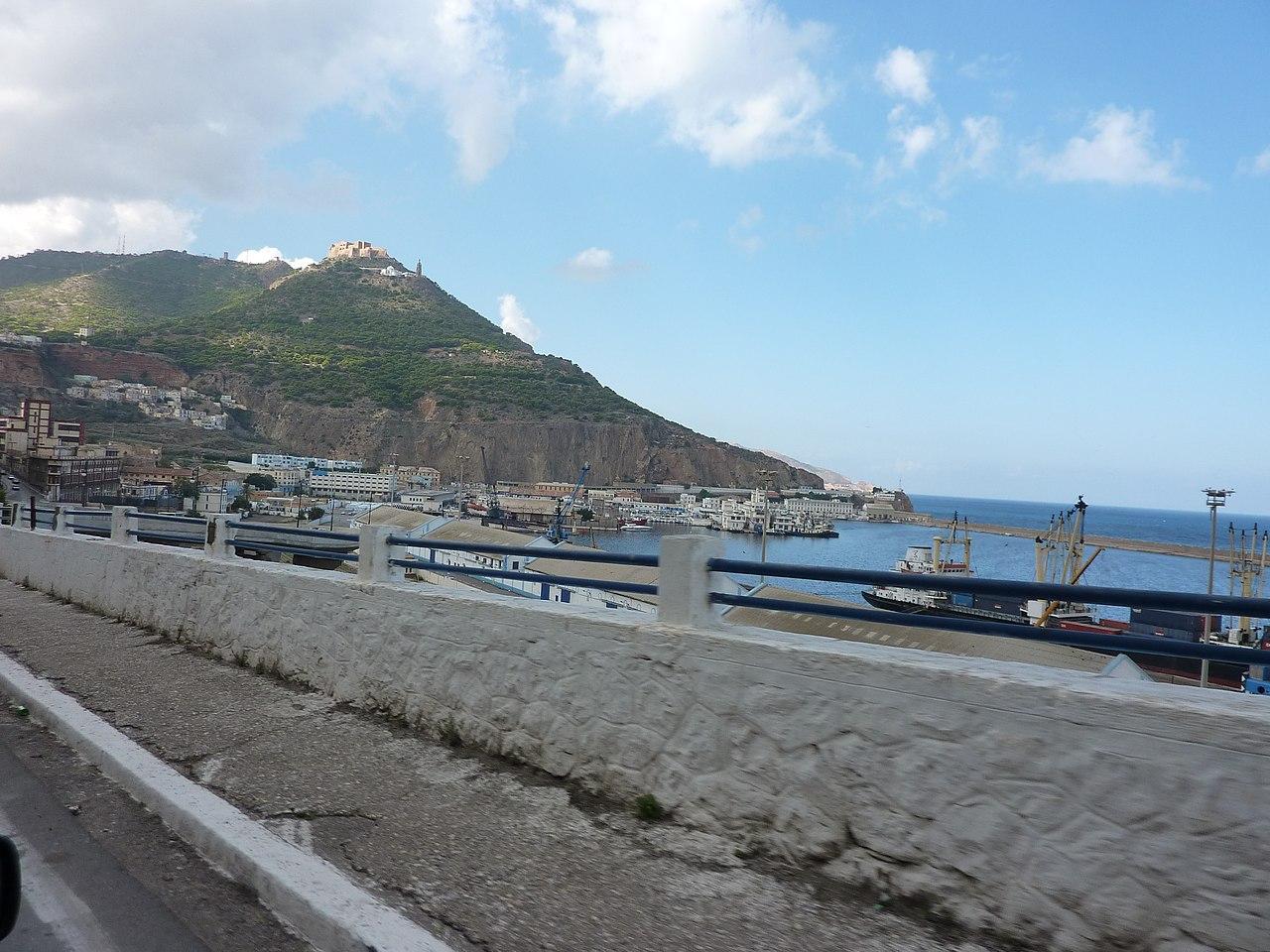 File vue sur le port d 39 oran oran wikimedia commons for Porte vue 300 vues