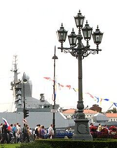 Уличный фонарь на Адмиралтейской набережной в Петербурге. Фото Андрея Крижановского