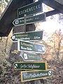 Wegweiser zwischen Bad Frankenhausen und Barbarossahoehle (Barbarossahoehle 4,0 km).jpg