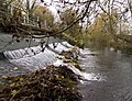 Weir above Greenham Lock (5214627656).jpg