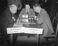 Wereldschaaktoernooi eerste dag Tartacover tegen Rossolimo, Bestanddeelnr 904-2917.jpg