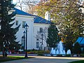 Wisconsin Executive Mansion Fountains - panoramio.jpg