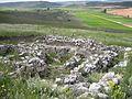 Yacimiento arqueológico en el cerro de la virgen de la cuesta. Restos de casas.jpg