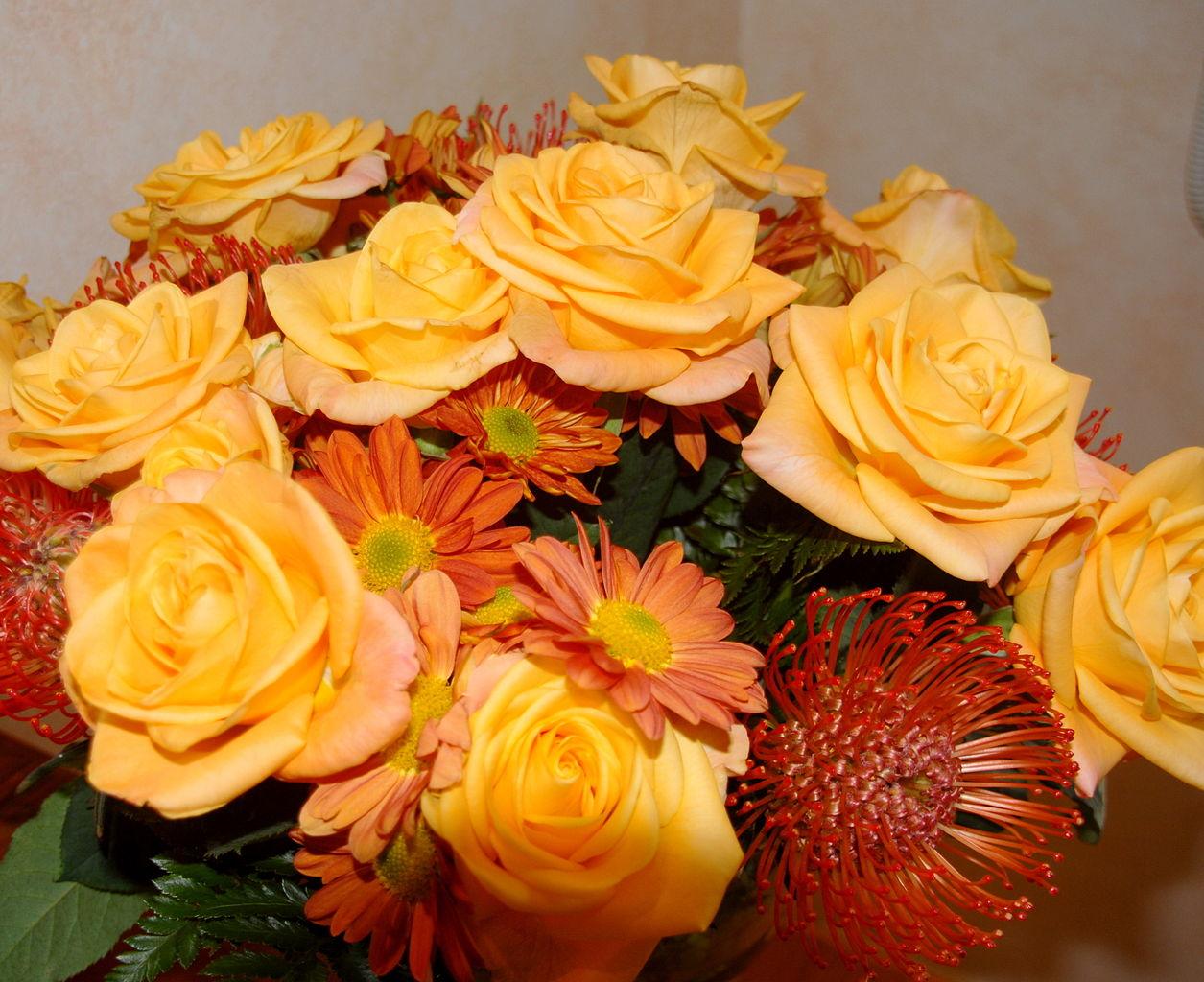 fileyellow flower bouquet rosesjpg wikimedia commons