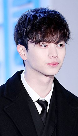 Yook Sung-jae at the Global V Live Top 10 in January 2017.jpg