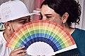 Zack Elías y Diane Rodríguez con un abanico LGBT - Zack Elías and Diane Rodríguez with an LGBT fan HD.jpg