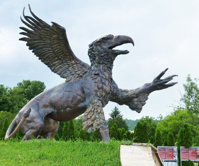 """""""Griff"""" Statue in the forecourt of the Farkasréti Cemetery Budapest"""