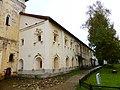 Ансамбль Кирилло-Белозерского монастыря; Кельи монашеские (северный корпус).jpg