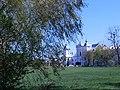 Вид на Костел від флігеля Палацу Сангушків.jpg