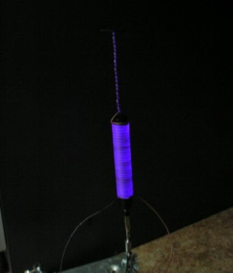 The corona discharge around a high-voltage coil Коронный разряд.jpg