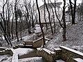 Лестница, ведущая к гроту Дамские слезы и выше, на Щелочную горку.jpg