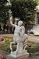 Собственный садик-статуя кентавра-павловск.jpg