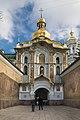 Церква Троїцька надбрамна Puerta.jpg