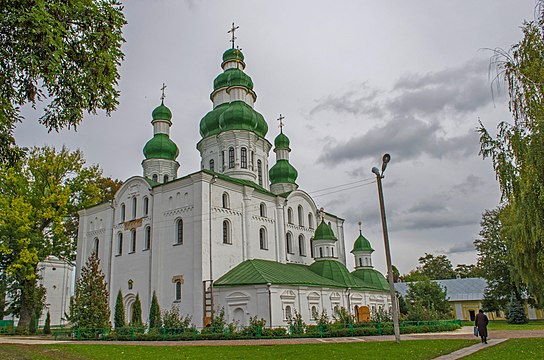 Eletsky monastery cathedral was modeled after that of Kyiv Pechersk Lavra. Note the contrast between its austere 12th-century walls and baroque 17th-century domes.