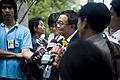 กลุ่มแท็กซี่เอื้ออาทร มอบดอกไม้ขอบคุณแก่รัฐมนตรีประจำส - Flickr - Abhisit Vejjajiva.jpg
