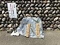 カラス避けの板 カラス用 (this board is for keeping crows away) (41005550935).jpg