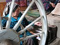 005 Fàbrica de seda Yodgorlik, Imom Zahiriddin Ko'chasi 138 (Marguilan), dona filant.jpg