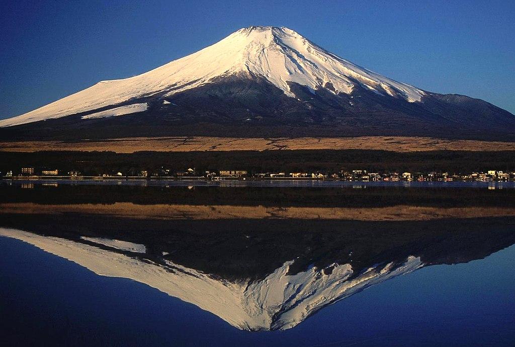 01 Fujisan from Yamanakako 2004-2-7