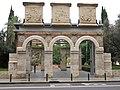 171 Portal de l'antiga Facultat de Medicina, parc de l'Hospital (València).jpg