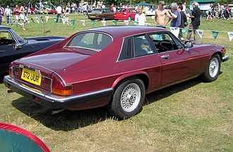 Jaguar XJS - 1988 pre-facelift XJ-S coupé; note new 'crosslace' road wheels
