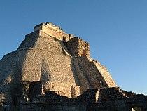 2002.12.29 32 Pirámide Adivino Uxmal Yucatán México.jpg
