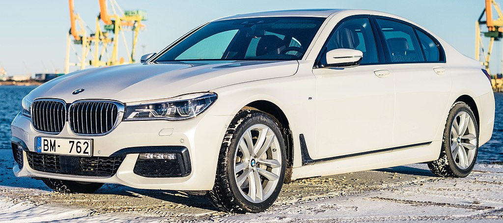 File 2016 BMW 7 Series G11 sedan front view
