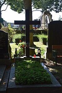 2017-08-147 197 Friedhof Hietzing - Alban Berg.jpg