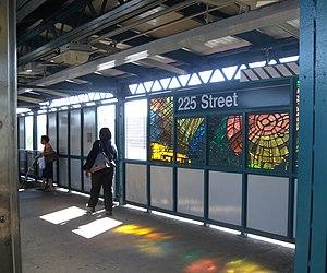 225th Street (IRT White Plains Road Line) - Southbound platform