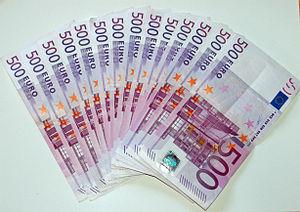 Deutsch: 14 500 Euro-Scheine auf einem Din A 4...