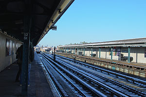 52nd Street (IRT Flushing Line) - A 7 train approaches the Flushing-bound platform