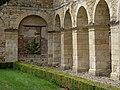 Abbaye de Fontmorigny 6 - Cloître 1.jpg