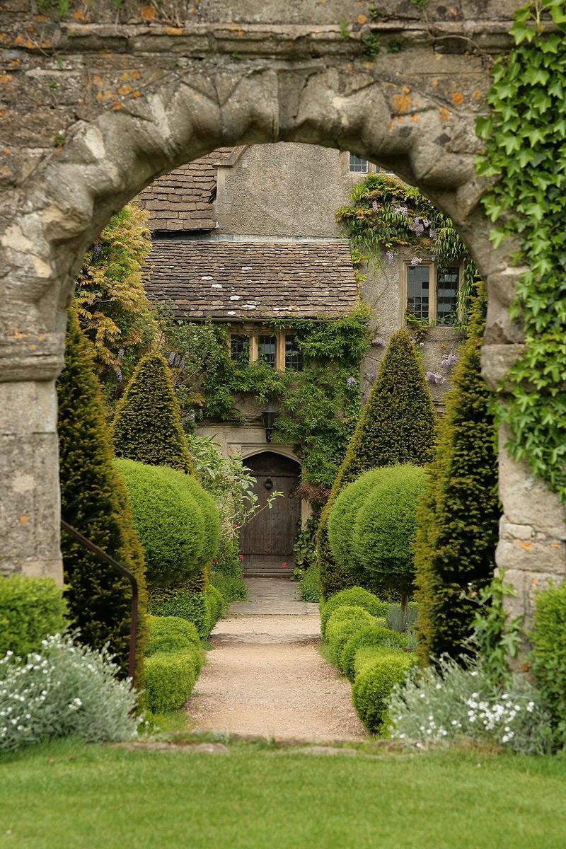 Abbey House Gardens Malmesbury 2.jpg