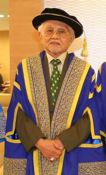 Fail:Abdul Taib Mahmud in university robe during the 20th UNIMAS Sarawak convocation ceremony.jpg