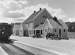 Akkerhaugen stasjon URN NBN no-nb foto NF W 26633 B.jpg