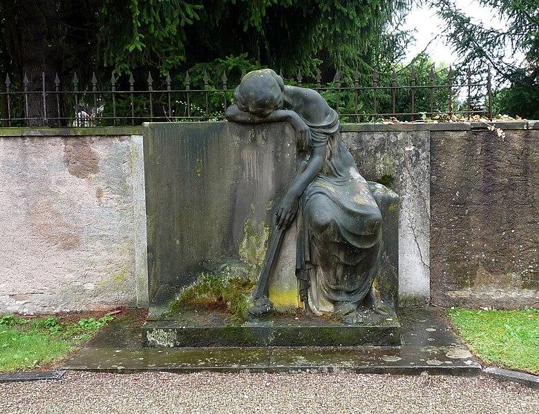 Fichier:Alfred Marzolff-Ancien monument aux morts de la Robertsau (1).jpg