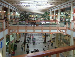 Interior do Amazonas Shopping.