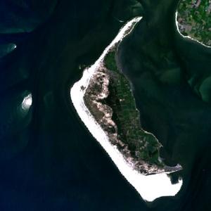 NASA-Satellitenbild von Amrum mit dem westlich angelagerten Kniepsand und dem kleinen westlich vorgelagerten Jungnamensand