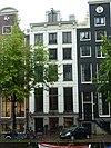 foto van Huis met gepleisterde gevel onder versierde rechte lijst