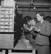 Postal trained ATS sorting letters at the Home Postal Centre RE, Nottingham (1944).