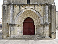 Ars-en-Re Eglise Saint Etienne-Portal.jpg