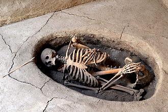 Aşıklı Höyük - Hocker positioned burial found at Aşıklı Höyük