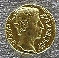 Augusto, aureo con corona di quercia (ob civis servatos), recto.JPG
