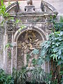 Aventino s Maria del Priorato cappello cardinalizio nel giardino 1050409.JPG