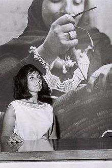 BRITISH TV STAR ALMA COGAN WEARING AN ISRAEL DRESS AT THE MASKIT SHOP IN TEL AVIV.jpg