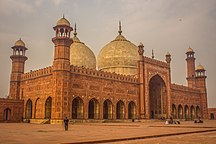 Pakistan-Early and medieval age-Badshahi Masjid - Side View