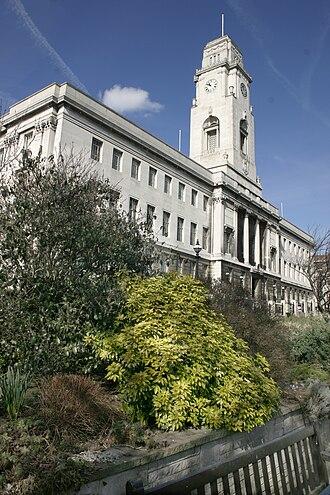Barnsley Metropolitan Borough Council - Image: Barnsley Town Hall Vertical