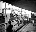 Bateau, mise à leau des chaloupes, marins (5415884460).jpg